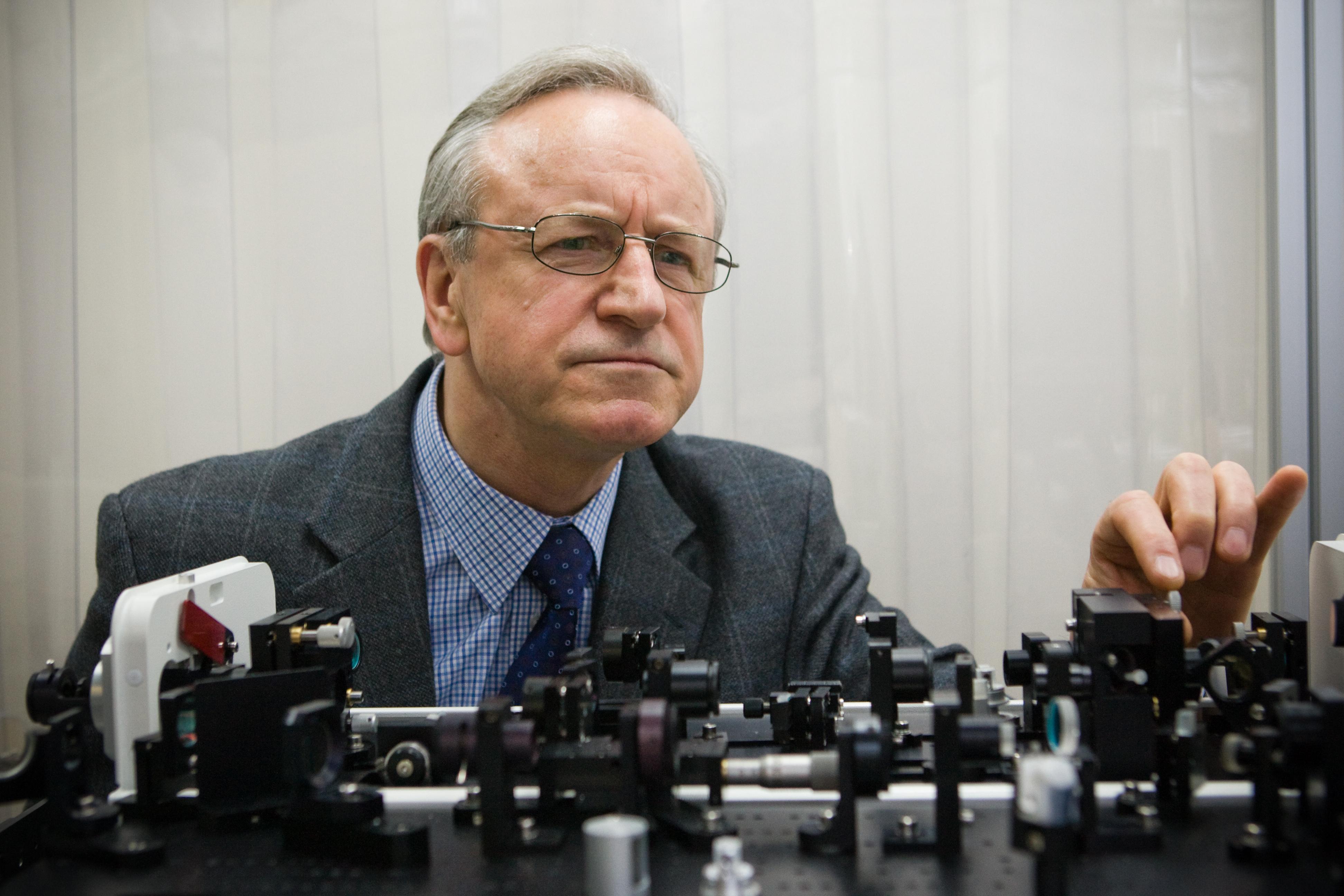 Lietuvos mokslų akademijos (LMA) narys, Vilniaus universiteto profesorius, habilituotas gamtos mokslø daktaras Algis Petras Piskarskas.